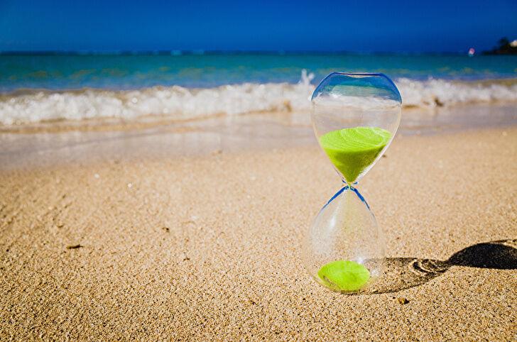 まずは自分が時間を無駄にしている行動を見直してみよう